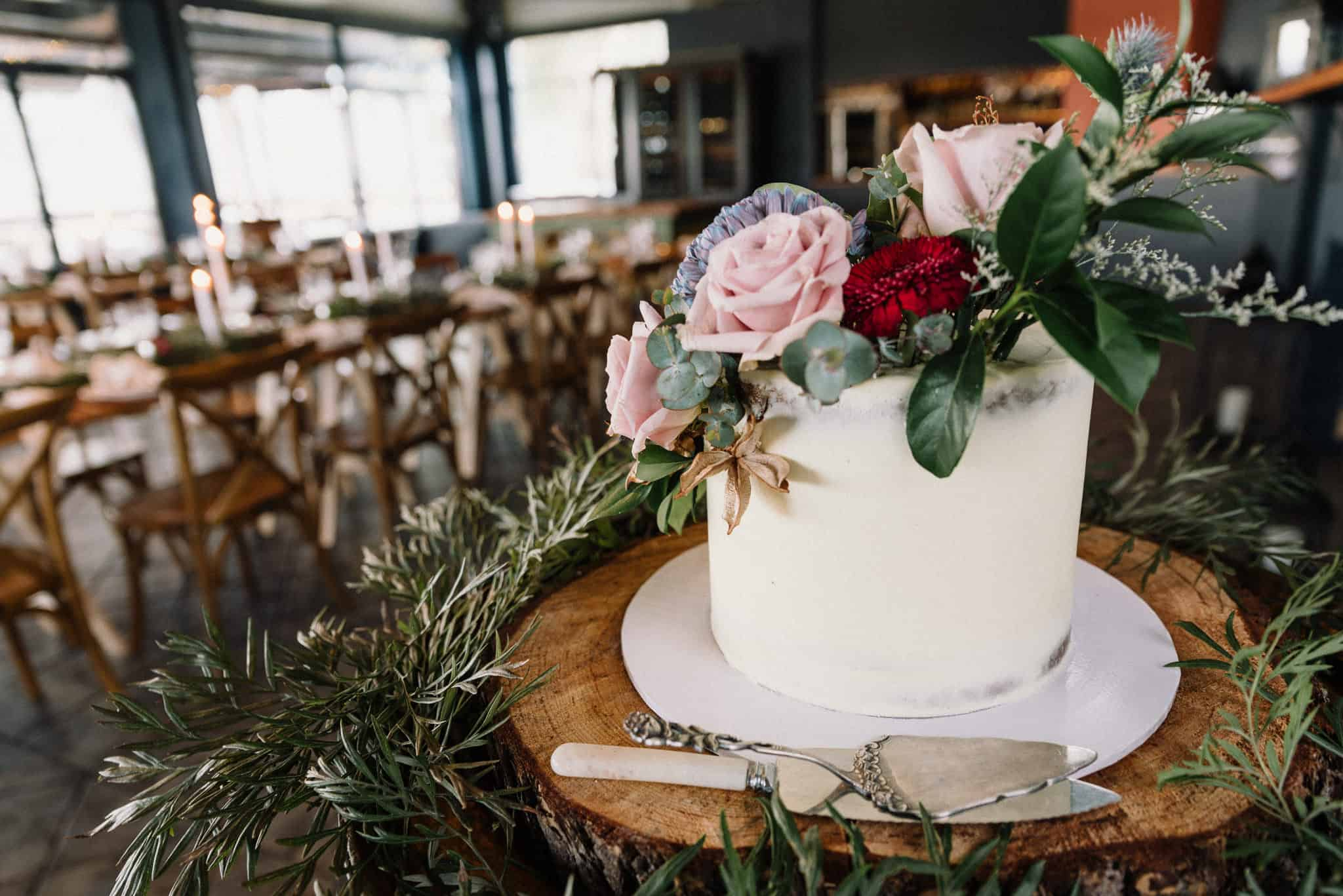beautiful wedding cake at estate tuscany in hunter valley